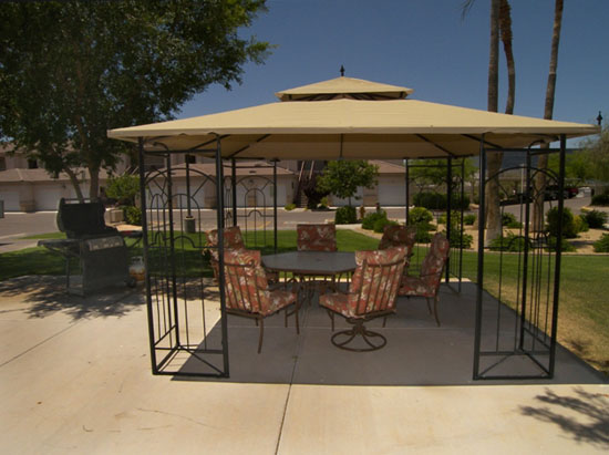Exterior Photo Independent Living Courtyard Peoria