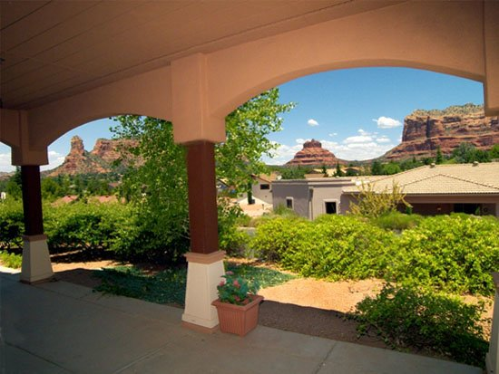 Assisted Living Garden Area Sedona Winds